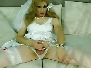 Jeniffer in wedding dress masturbation